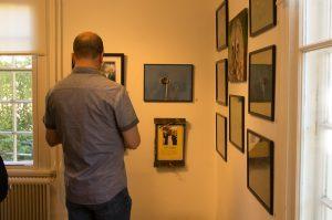Studie av foton på utställningen